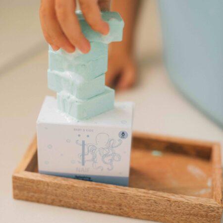 NAÏF-kihisevad-vannipommid-päevalilleseemne-õliga-värviga-scaled